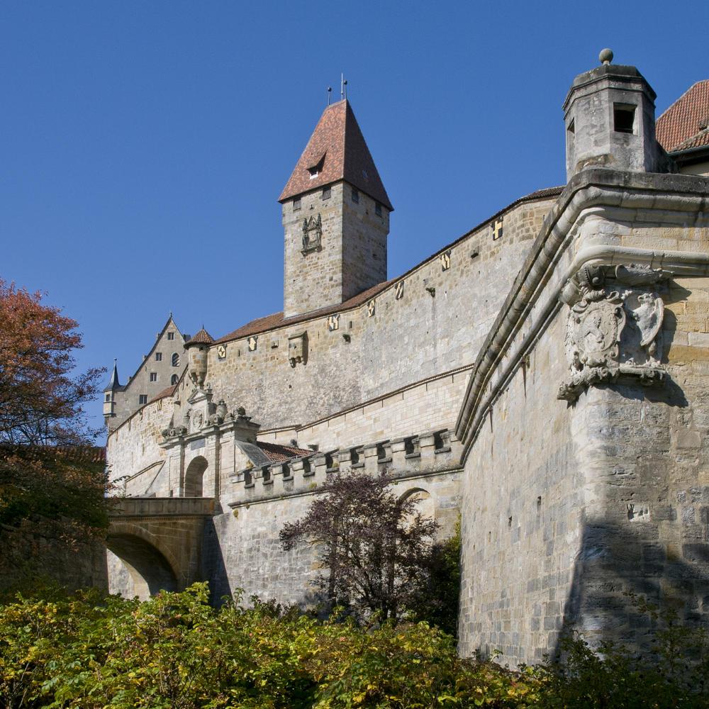 Eingangsbereich der Veste mit barockem Prunktor