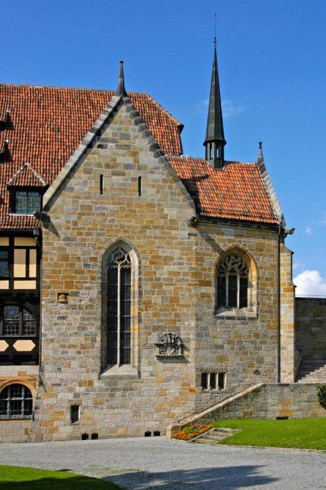 An Stelle der früheren Schlosskapelle wurde 1910 – 13 die Lutherkapelle mit neugotischem Bauschmuck errichtet.