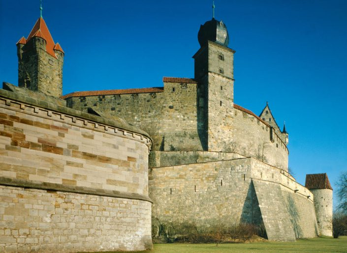Wie an keiner anderen Burganlage in Deutschland ist an der Veste die Funktion der Burg in politischen und insbesondere in konfessionellen Auseinandersetzungen im Wandel der Zeit ablesbar.