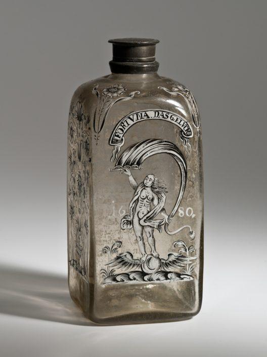 Vierkantige Flasche mit Darstellung der Fortuna und Inschrift, thüringisch, 1680