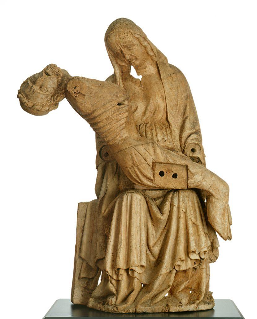 Die Coburger Pietá, die 1360–70 in Franken oder Thüringen entstand, wurde 1911 auf dem Dachboden der Pfarrkirche in Scheuerfeld entdeckt und für die Kunstsammlungen erworben. Ihre Bedeutung liegt vor allem in der frühen Entstehungszeit begründet und in der Tatsache, daß nur sehr wenige vergleichbare Bildwerke jener Epoche erhalten geblieben sind.