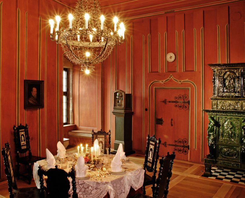 Im Speisezimmer der herzoglichen Wohnung, um 1925/35