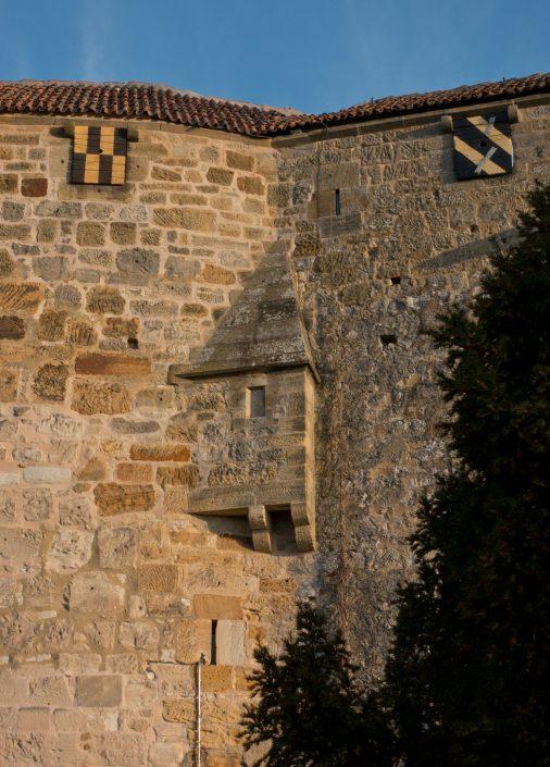 Außenmauer mit Abtritterker
