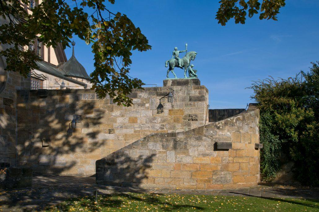 """Zugang zur Hohen Bastei mit Luther-Denkmal """"Licht + Kraft"""""""