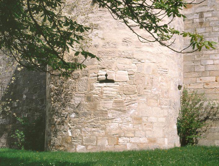 Zwingermauer mit Pulverturm