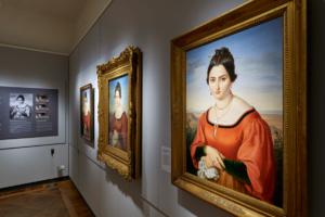Der Erfolg eines Bildes zeigt sich mitunter an der Häufigkeit seiner Kopien. Drei Versionen des Fortunata-Bildnisses, zu sehen im STUDIO der Veste Coburg