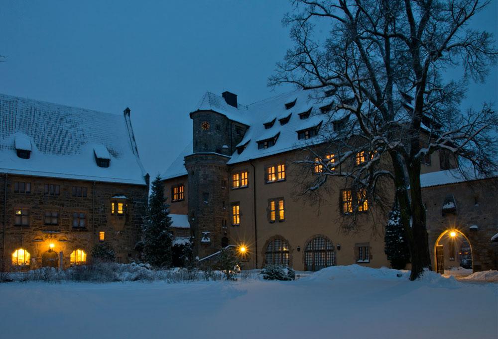 Steinerne Kemenate im Winter